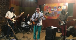 A banda de Henry Burnett (voz, violão, guitarra) é formada ainda por Renato Torres (guitarras e vocais); Maurício Panzera (baixo) e Tiago Belém (bateria). Imagem: Reprodução/Facebook